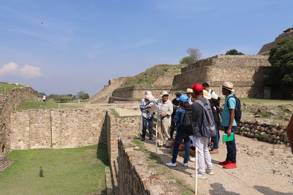 Students and local conservation teams discuss the restoration of Monte Albán.