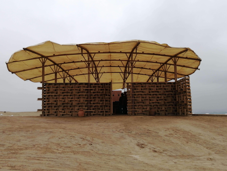 El diseño utiliza materiales sostenibles que complementan el paisaje.