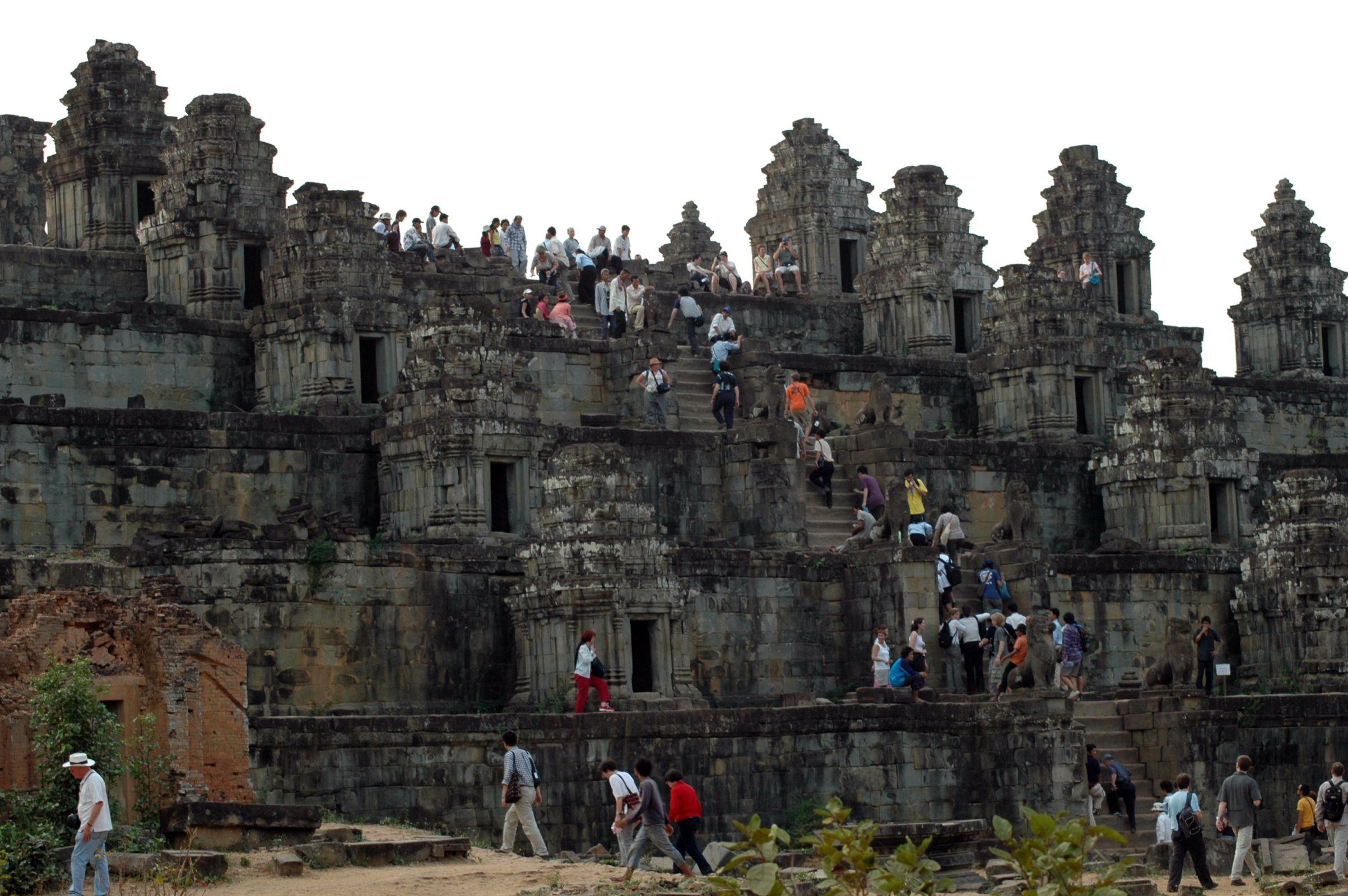 Phnom Bakheng, tourists ascending 2005