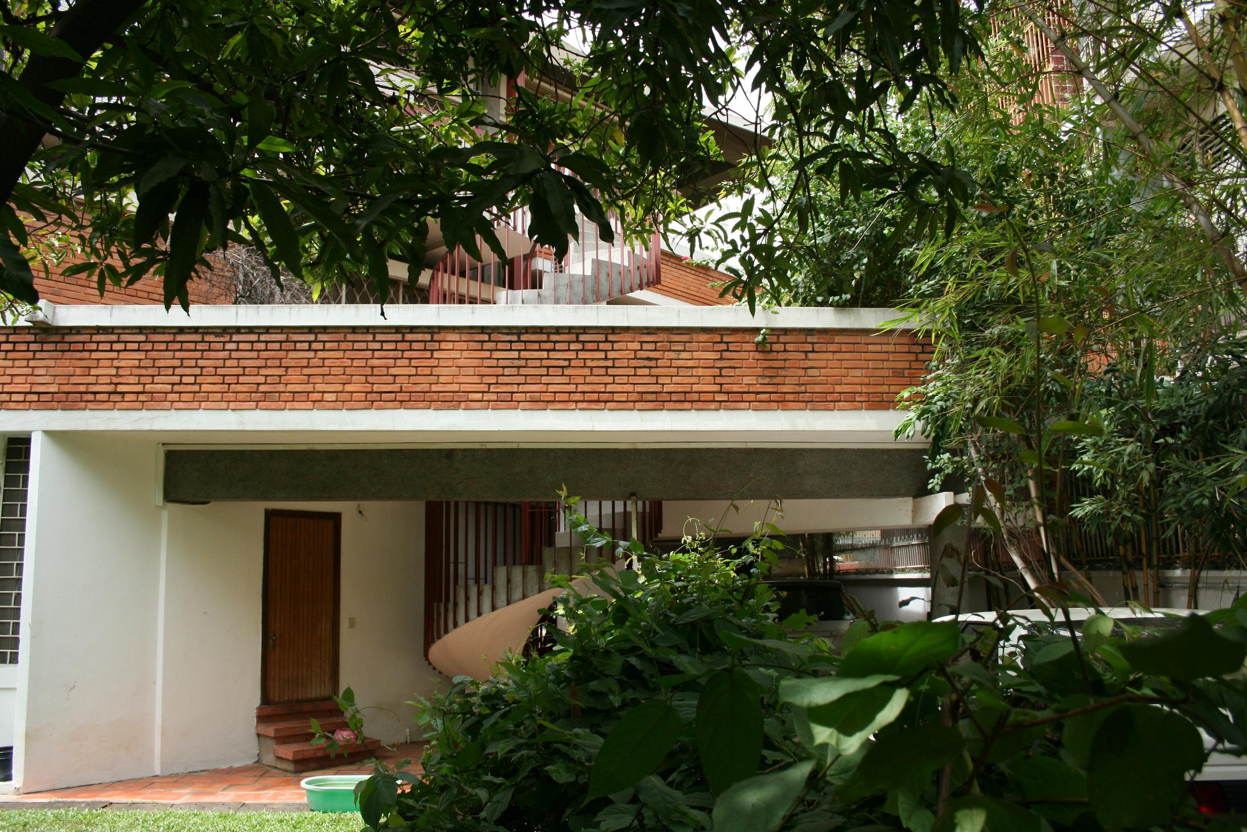 House Entrance, Courtesy of the Vann Molyvann Project