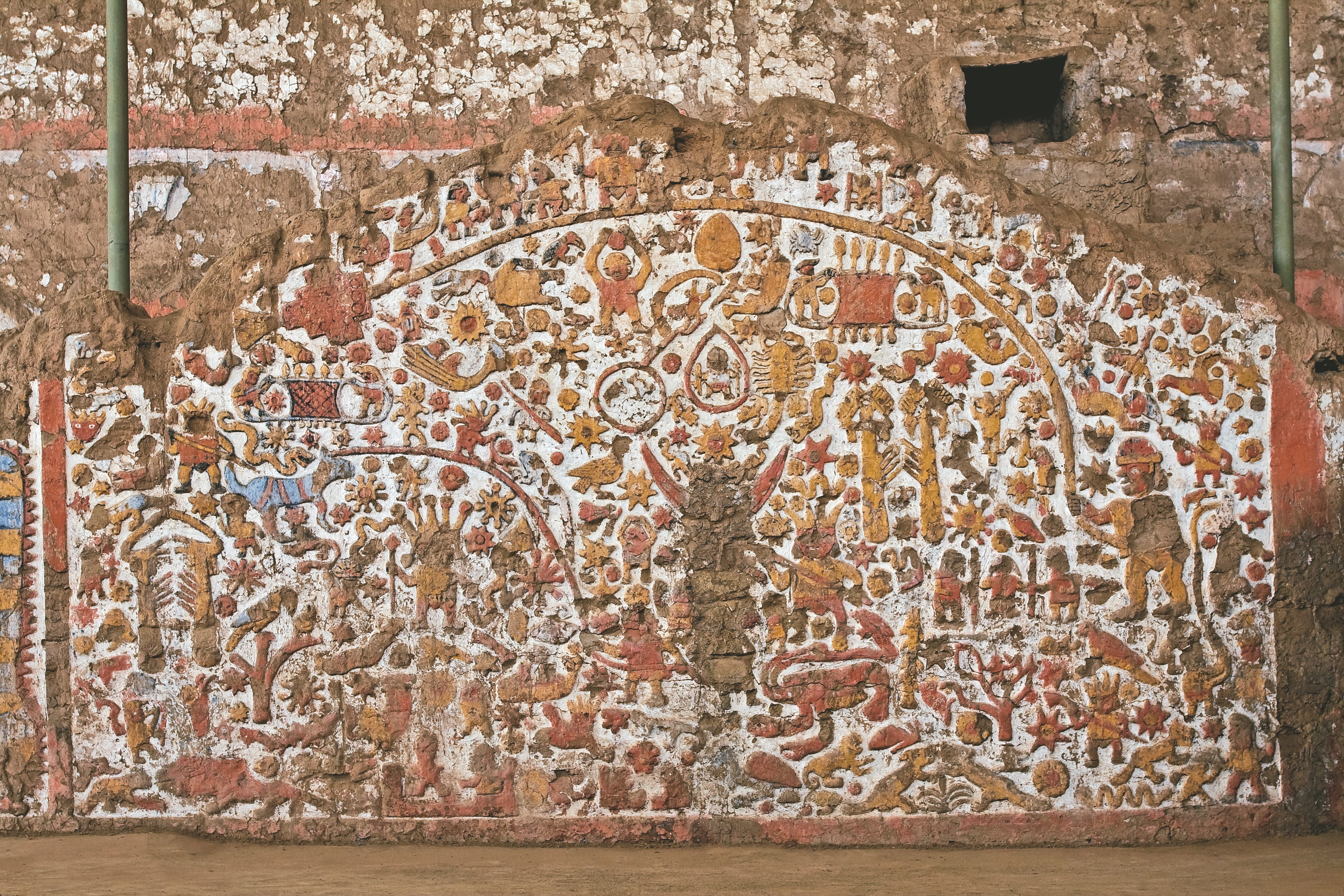Mural of the Moche myths of the corner enclosure atrium. Located in the north facade of the Old Temple main building.