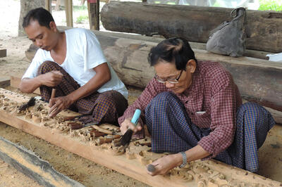 U Kan Khyun, right, with a woodcarver at Shwe-nandaw Kyaung.