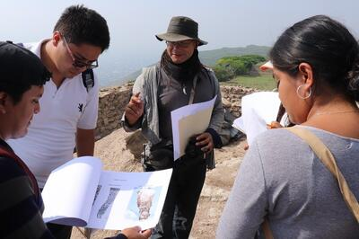 Students workshop at Monte Albán during their two-day visit.