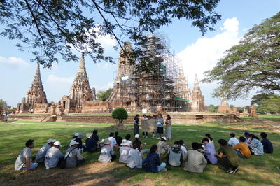 Bangkok students visiting Wat Chaiwatthanaram