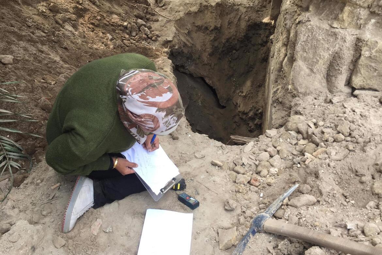 Abeer Saed Eledeen works to document the exterior of Takiyyat Ibrahim al-Gulshani.