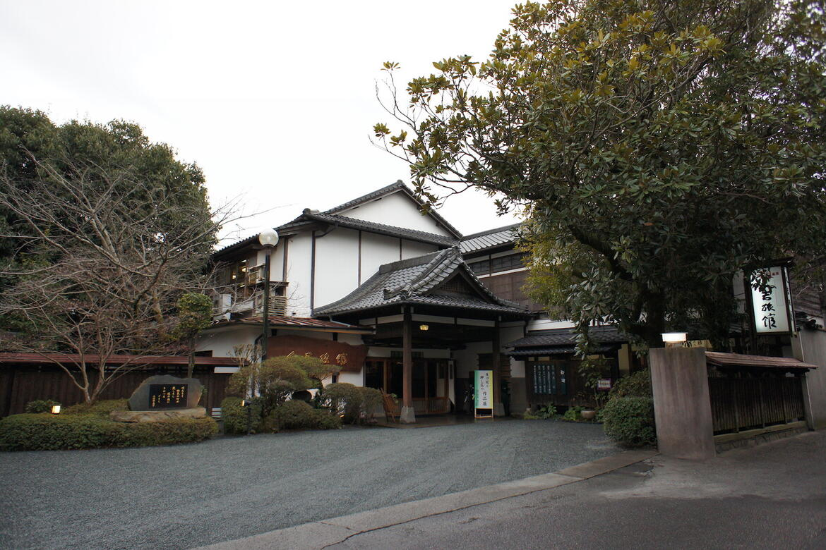 Hitoyoshi Ryokan front entrance before the flood.