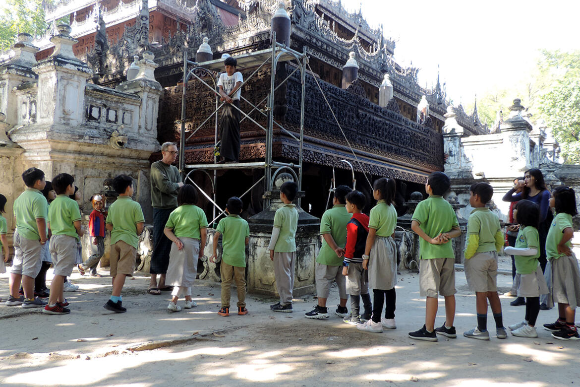 School children during a site tour of Shwe-nandaw Kyaung, 2019