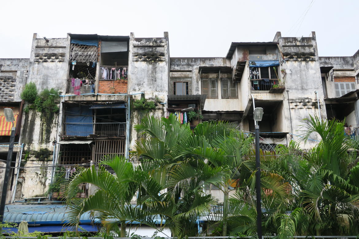 The White Building in Phnom Penh, built in 1963 as a symbol of modernism in Cambodia, today suffers from deterioration and faces demolition. Photo: Emilie Evans, 2016