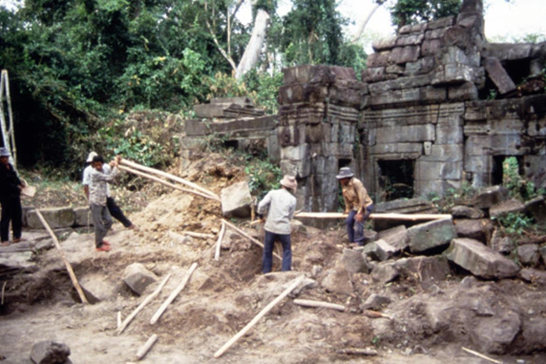 Preah Khan, Angkor Archaeological Park, Vishnu west side, 1993