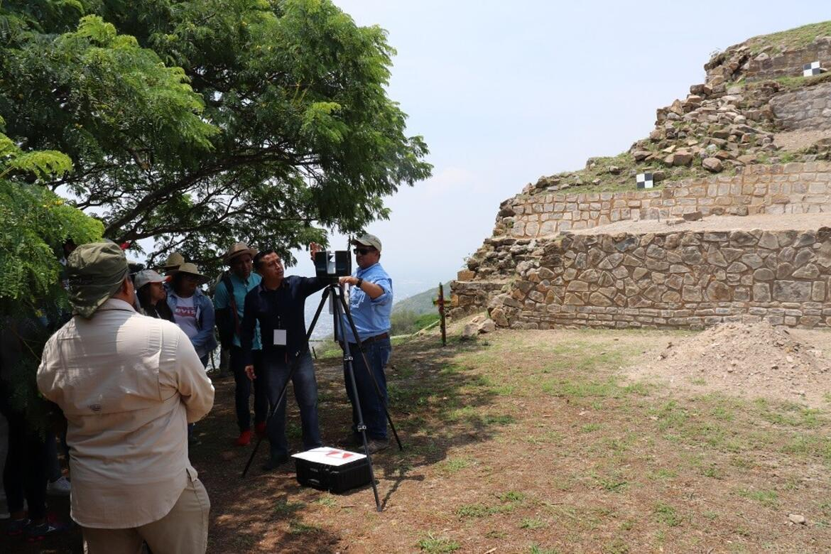 A 3D scanner is utilized at Monte Albán's Building P.