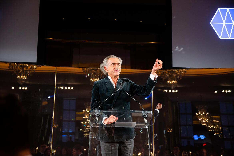Bernard-Henri Lévy introduces Dr. Kaplan.