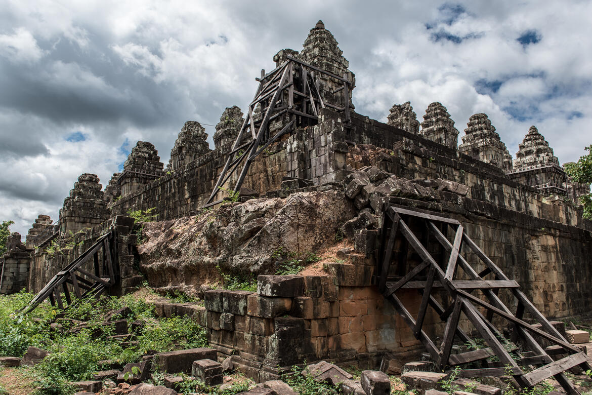 A view of the western half of Phnom Bakheng, to be restored. A view of the conserved eastern half of Phnom Bakheng. Photo by Amine Birdouz.