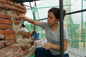 Khun Nan sealing stucco outside Meru C3.