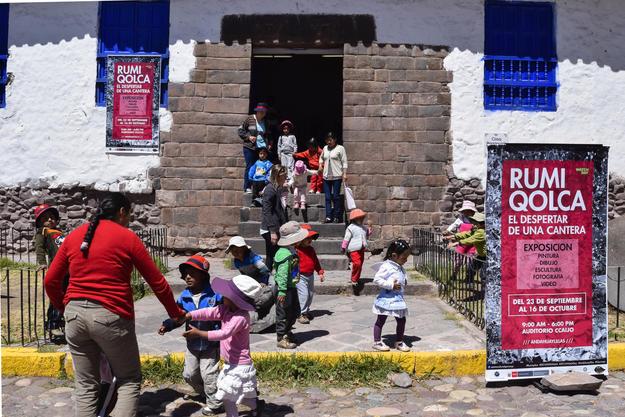 """Art exhibition """"Rumiqolqa, el despertar de una cantera"""" at Andahuaylillas, 2016"""