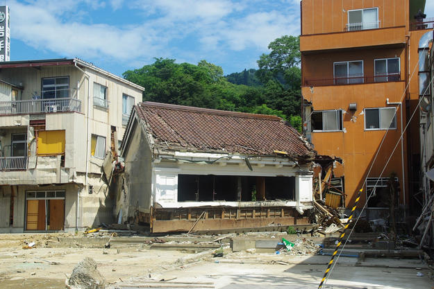 Kakuboshi store after earthquake