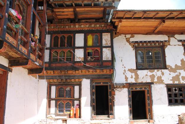 Post-earthquake deterioration in Tseto Goenpa, 2011