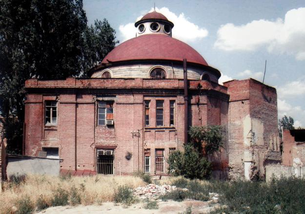 Tbilisi Synagogue, view of damage caused by earthquake, 2002