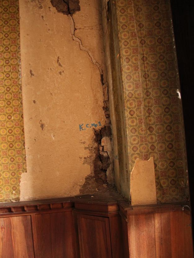 State of wallpaper and adobe walls before conservation, 2015