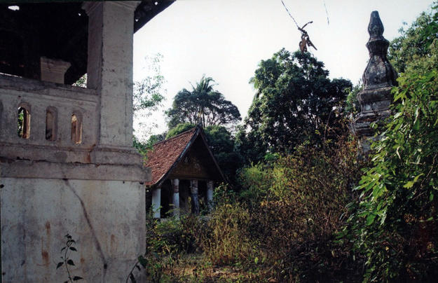 Overgrown vegetation threatens the architecture at Hat Siao, 2005