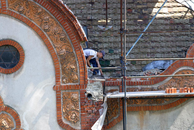 Restoration and repair of the gables and drainage system, 2007
