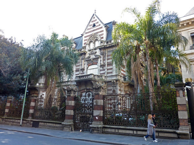 An abandoned mansion in Recoleta, 2012