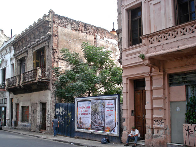 A demolished building in San Telmo, a protected area , 2008