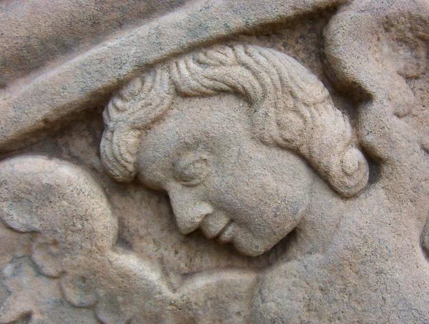 An angel detail from the lateral portal of San Ignacio Miní, 2004