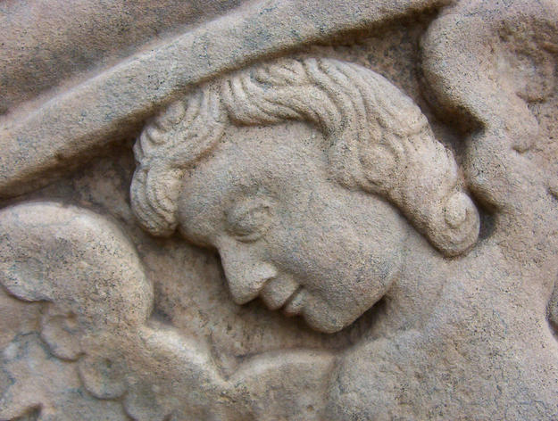 An angel detail from the lateral portal of San Ignacio Miní, 2004