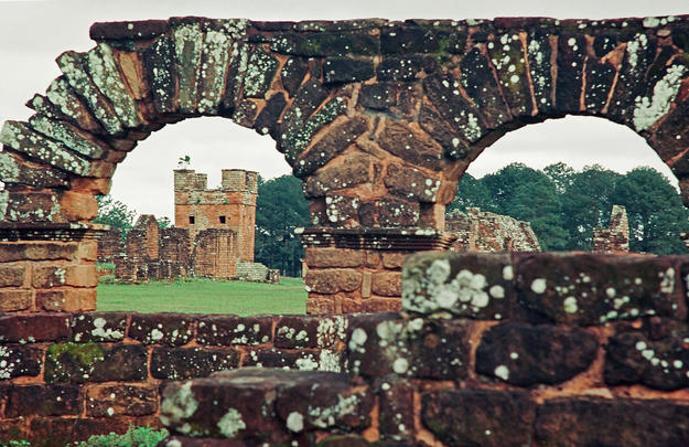 View through the arches of La Santísima Trinidad de Paraná, 2002
