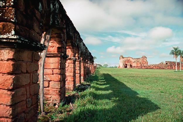 View next to the arches at La Santísima Trinidad de Paraná, 2002
