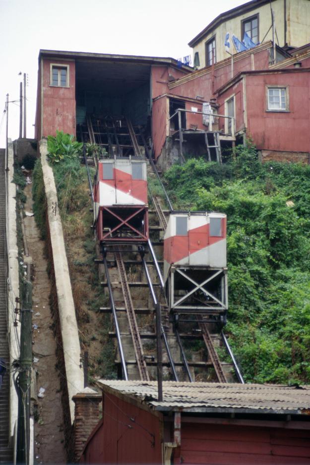 The Cordillera elevator, which links Serrano Street to Cordillera Hill, 1996