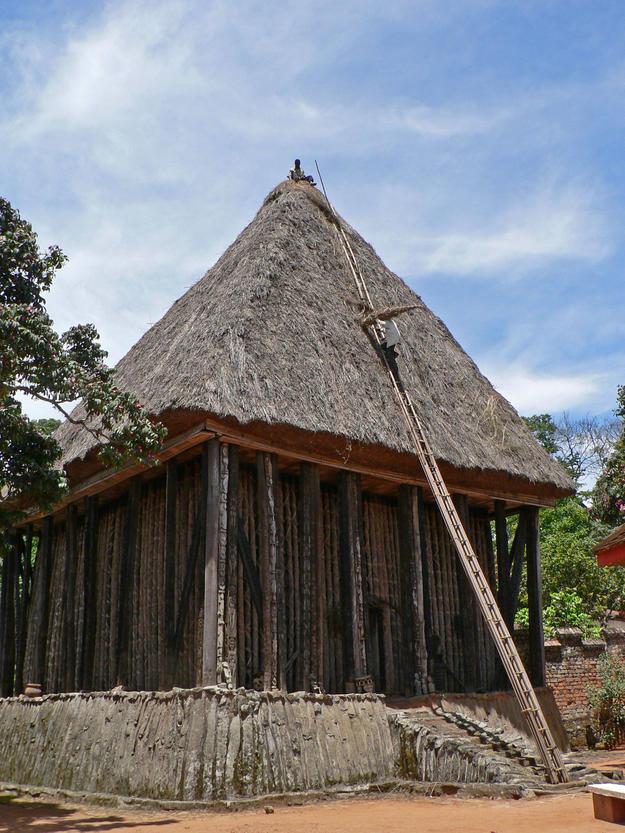 Re-thatching the Achum Shrine, 2011