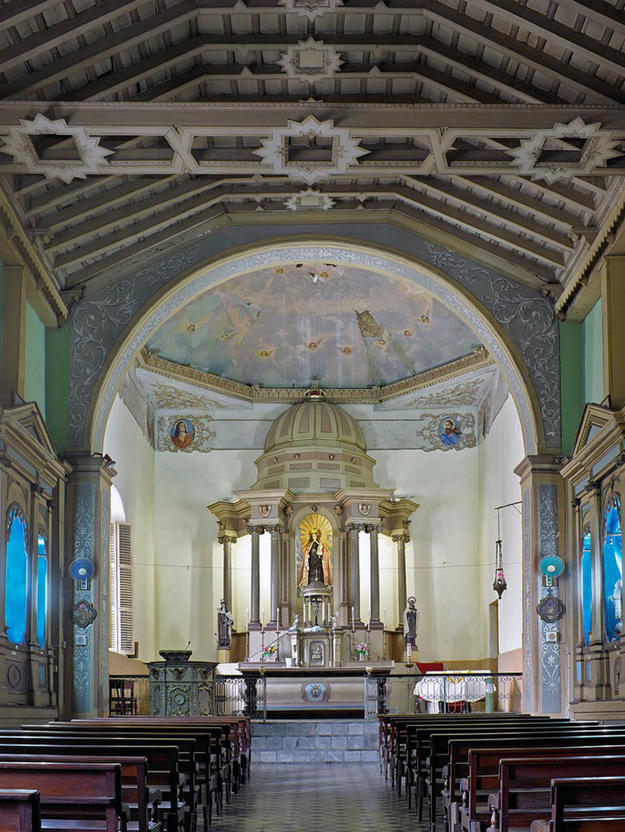 Nave and altar of the eighteenth-century church of Nuestra Señora del Carmen in Santiago, 2013 (Photo Carlos Domenech, Miami Fl)