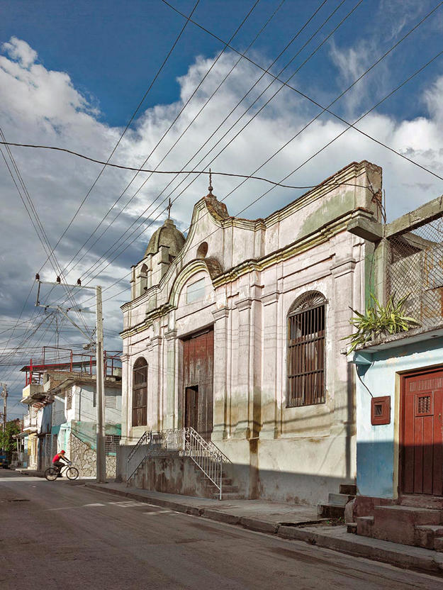 The nineteenth-century church of Cristo de la Salud as seen from 10 de Octubre Street, 2013 (Photo Carlos Domenech, Miami Fl)