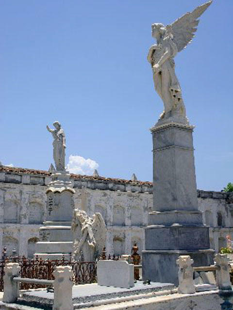Reina Cemetery
