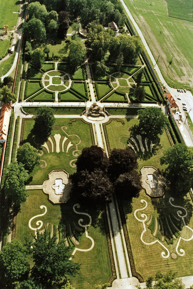 Aerial view of the Cascade Fountain, 1995