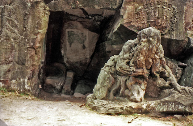 Sculpture of the repentant Juan Garinus , 2001