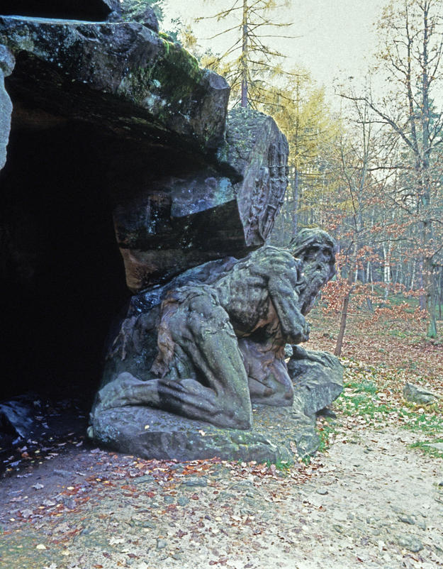 The crouching figure of the repentant Garinus, 2000