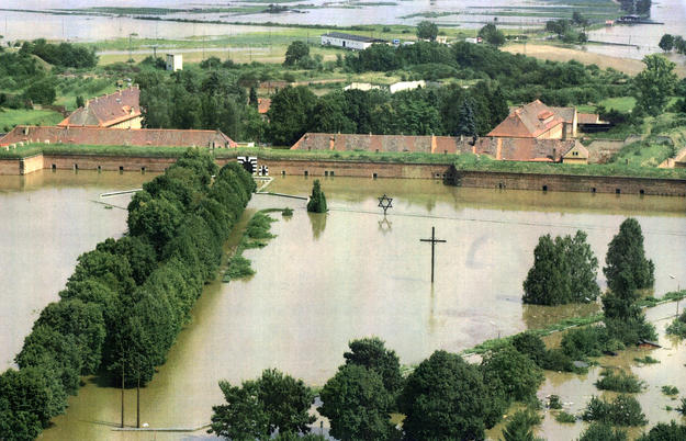 Aerial view after the flood, 2002