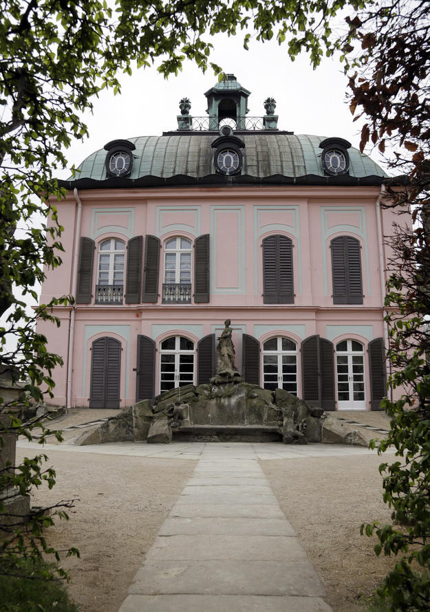 Façade of the eighteenth-century hunting lodge, 2013