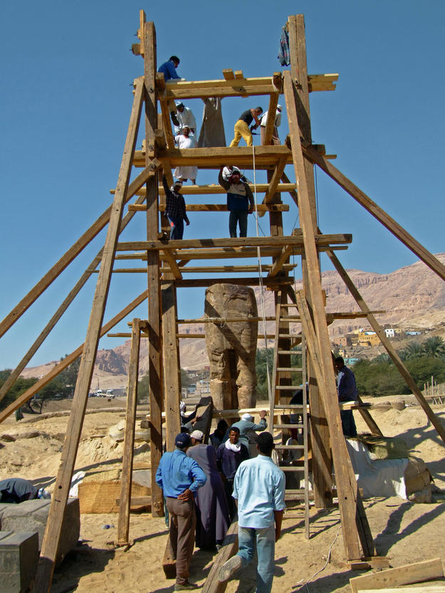 Reassembly of a statue , 2008