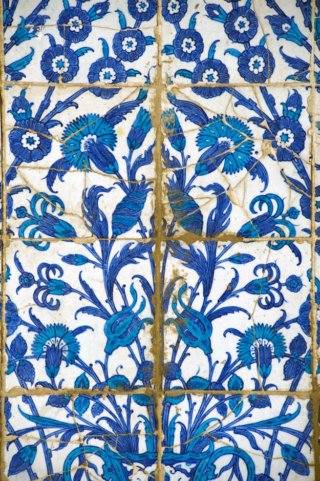 A detail of Iznik tiles showing cracks, likely suffered from a 1992 earthquake, 2009
