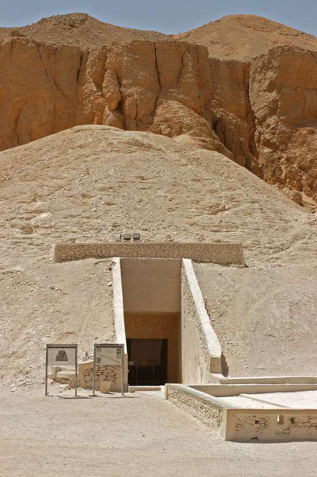 Entrance to Tomb KV 9, 2003