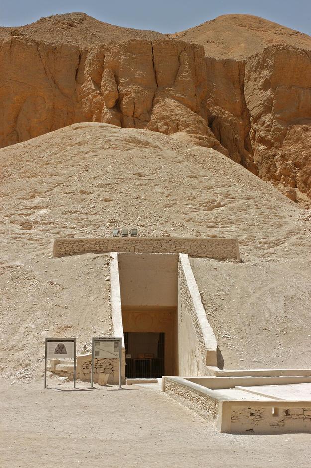 Entrance to Tomb KV 9, 2003