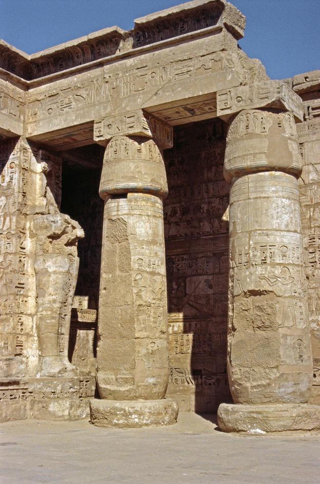 Monumental columns , 2002