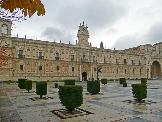 Façade and atrium before conservation, 2014