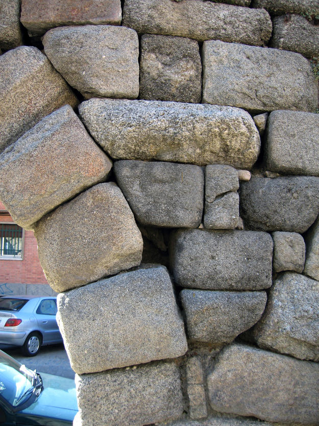 Blocks of stone fitting closely together with little or no mortar, 2006