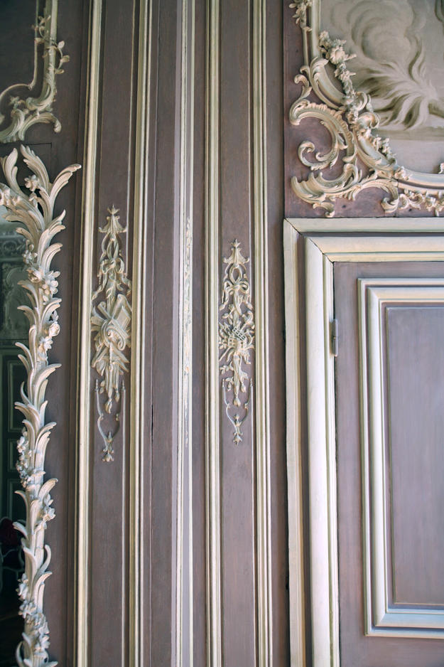 Detail of the salon wall after conservation, 2008