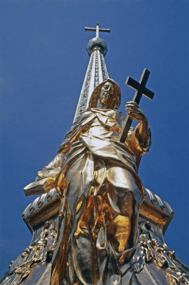 The virtue Religion after it was placed atop the newly restored lantern of the dome, 1994