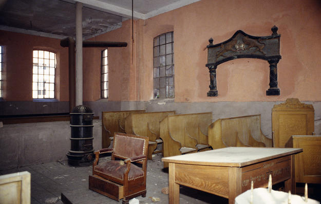 Simple interiors are common to buildings in the Alsace region , 1995